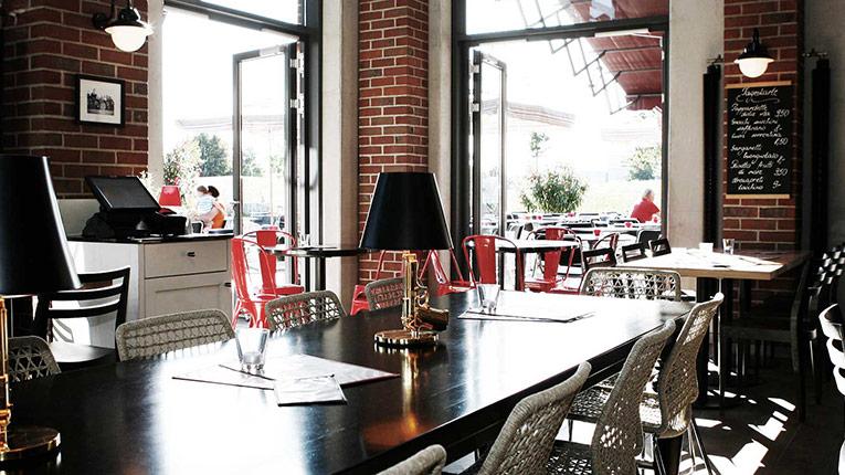 restaurants l 39 osteria. Black Bedroom Furniture Sets. Home Design Ideas